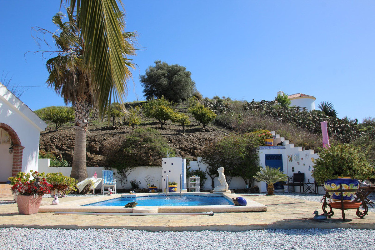 Beautiful villa  This very private finca has got everything you need to live comfortably. The living,Spain