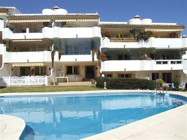 Spacious and bright 1st floor 2 bedroom 2 bathroom apartment in small complex just a few minutes eas, Spain