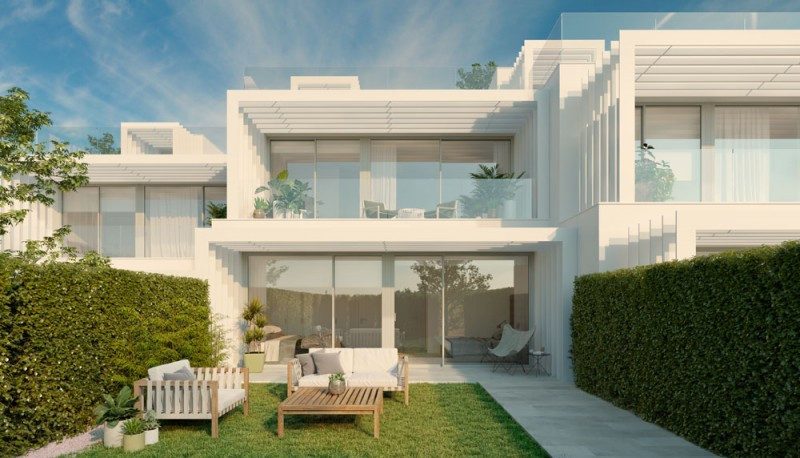 Villa for sale in La Canada Golf, Sotogrande, with 3 bedrooms, 2 bathrooms and has a swimming pool (,Spain