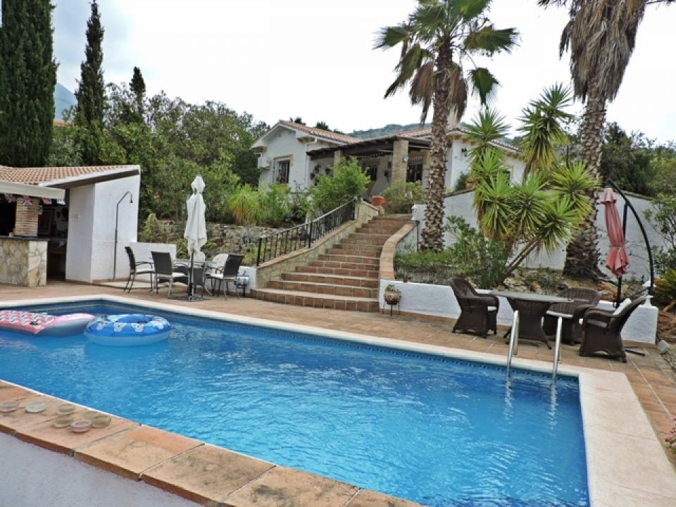 A really special property with great access, located in the pretty village of Alcaucin. This spaciou,Spain
