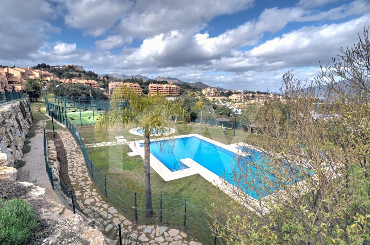 Fantastic apartment in  Marbella hill view complex, quiet area and surrounded by all amenities; Inte,Spain