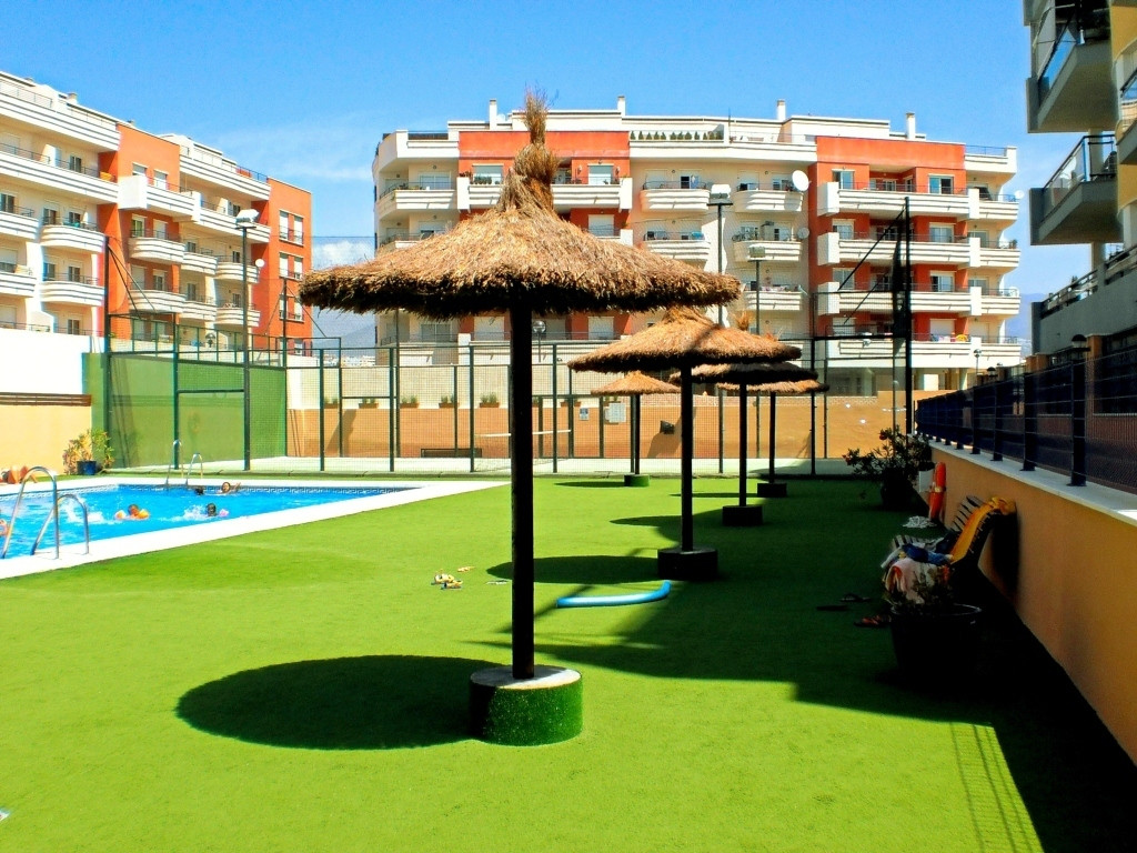 Fantastic apartment, 104 m2, three large bedrooms with fitted wardrobes, two bathrooms, one of them , Spain
