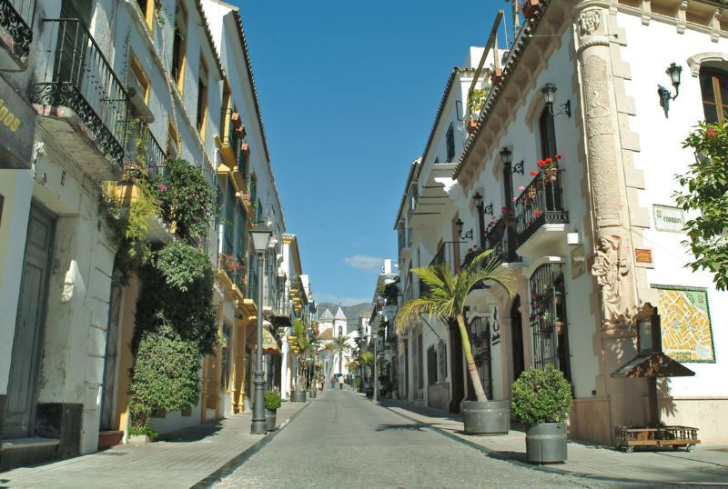 Typical andalusian and bright style.Located in one of the most crowded places in the center of Marbe, Spain