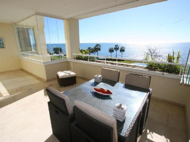Great opportunity to acquire an apartment in Granados de Cabopino. Luxurious apartment on the beach ,Spain