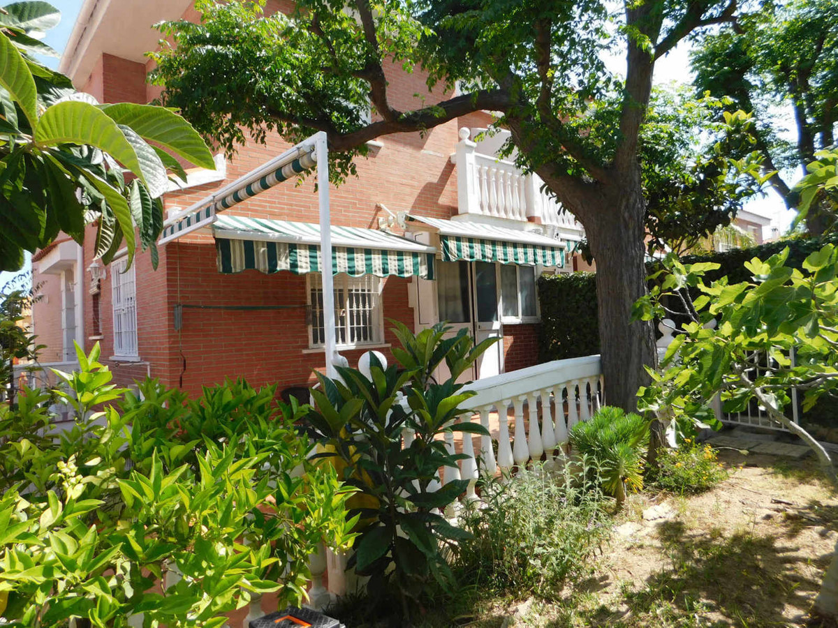 Semi-detached house of 130m2 on 2 floors and basement all furnished with fitted kitchen and bathroom, Spain