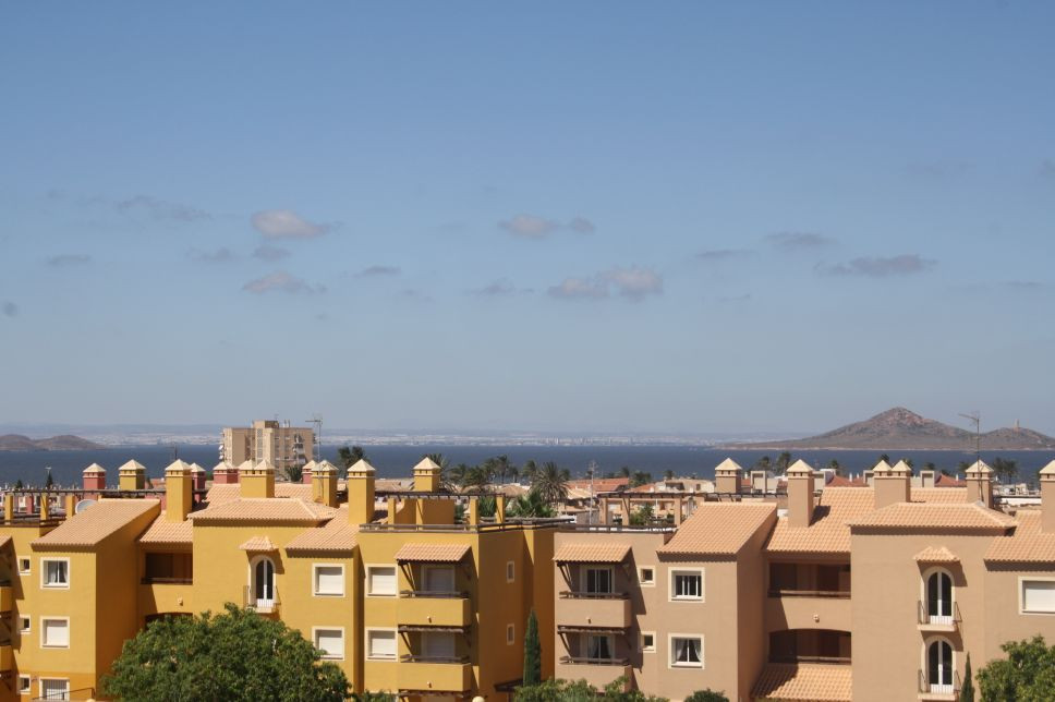 2 BEDROOM PENTHOUSE APARTMENT IN MAR DE CRISTAL, MURCIA. Located just 400 metres from the golden bea, Spain