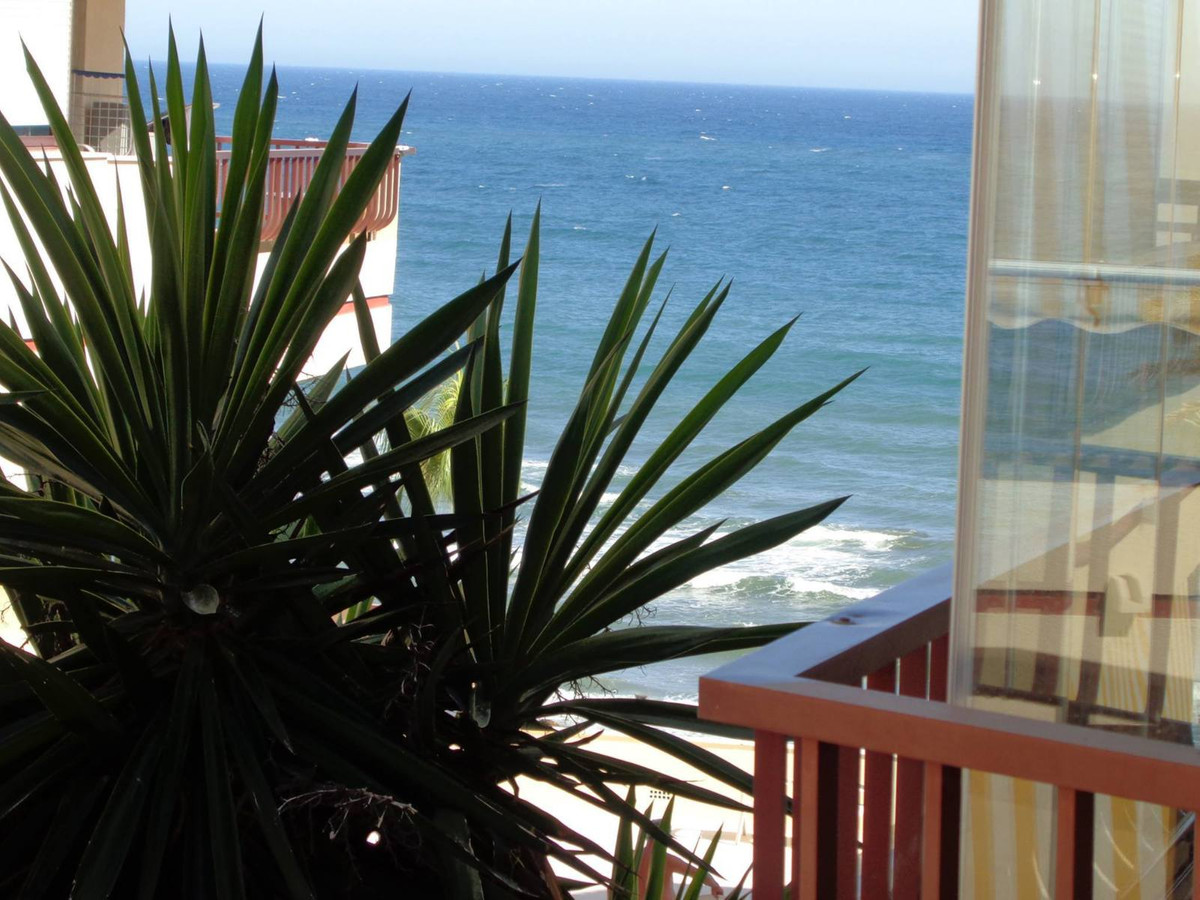 On first line of beach 1 bedroom apartment fairly broad and well-kept, comfortable style has direct , Spain