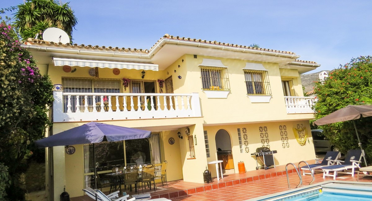 Detached Villa in the Torreblanca Area, with private heated pool in secluded gardens, Gated driveway, Spain