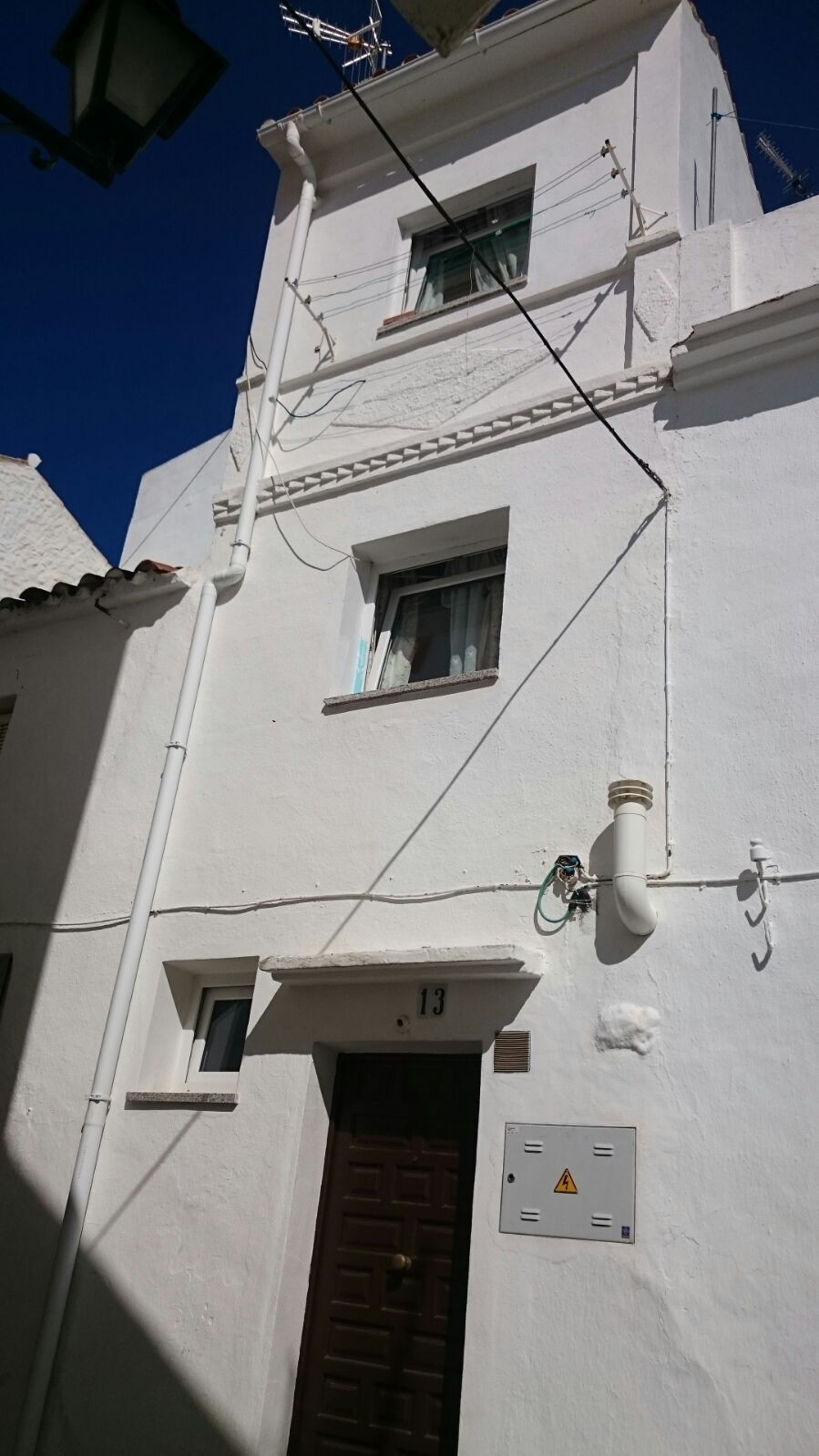 Cozy townhouse in the village of Ojen. It has 2 bedrooms, bathroom, living room and kitchen distribu, Spain