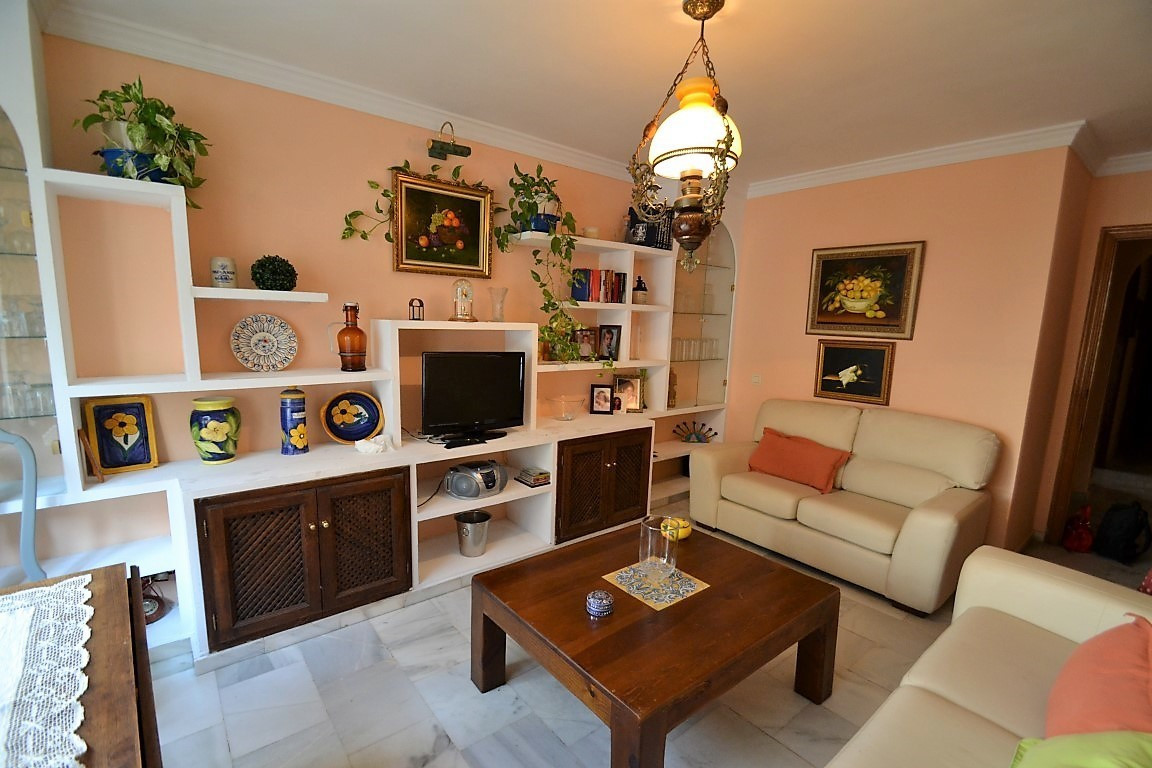 Middle Floor Apartment, Estepona, Costa del Sol. 2 Bedrooms, 1 Bathroom, Built 52 m².  Setting : Bea, Spain