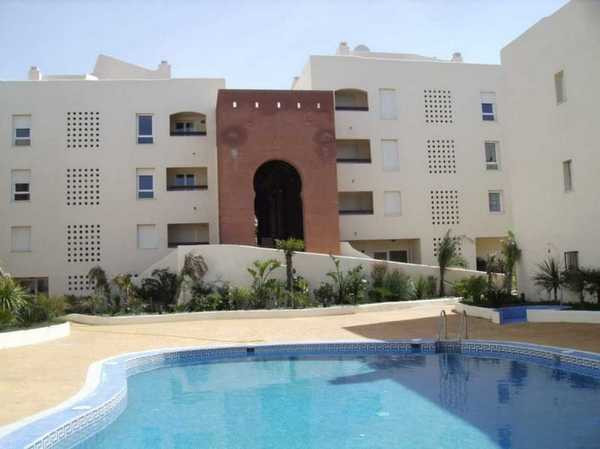 PRE-BANK REPOSSESSION: Apartment set in a private gated residential community overlooking La Duquesa,Spain