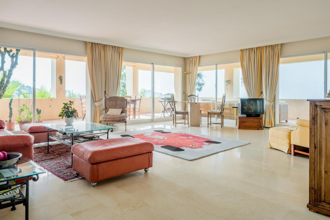 Large apartment all on one floor with fantastic views. The large hall leads you into the spacious li,Spain