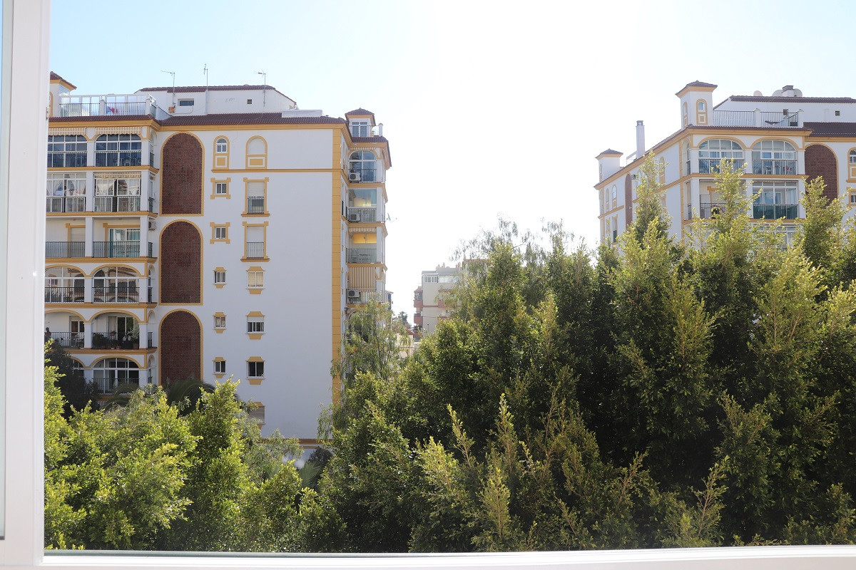 Middle Floor Apartment, Los Boliches, Costa del Sol. Excellent location and in perfect condition, un, Spain