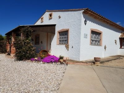 Lovely and well maintaned country house of 196m2 on a plot of 2596m2. Very quiet location, good acce,Spain
