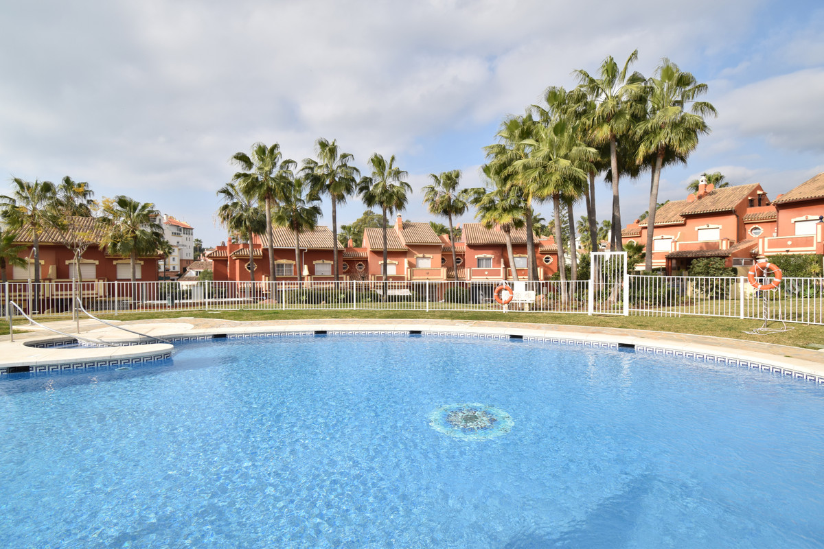 Townhouse located in the area of Atalaya near San Pedro de Alcantara with all kinds of services such, Spain