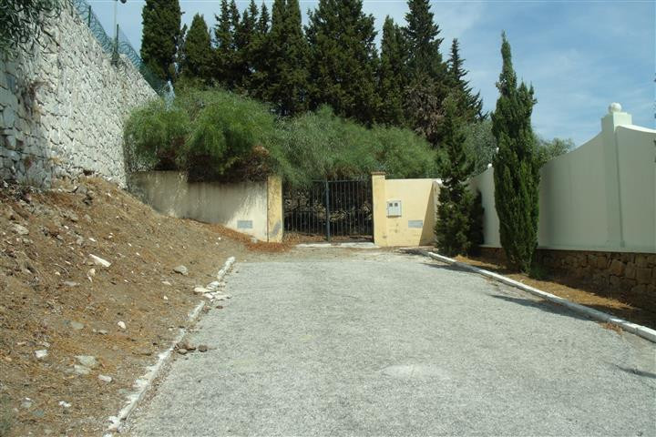 Superb, secluded, buildable plot of land 2049 m2. Very secure end of Cul de Sac location. Inmediatle, Spain