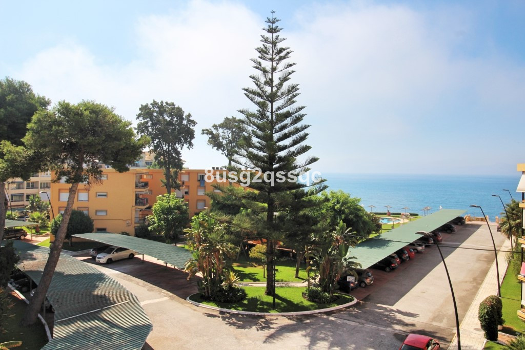 The top floor apartment is completely renovated and has brilliant sea views. The beach can be access,Spain