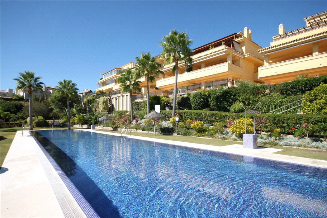 This is a true opportunity to live in luxury apartment in exclusive Sierra Blanca at bargain price. ,Spain
