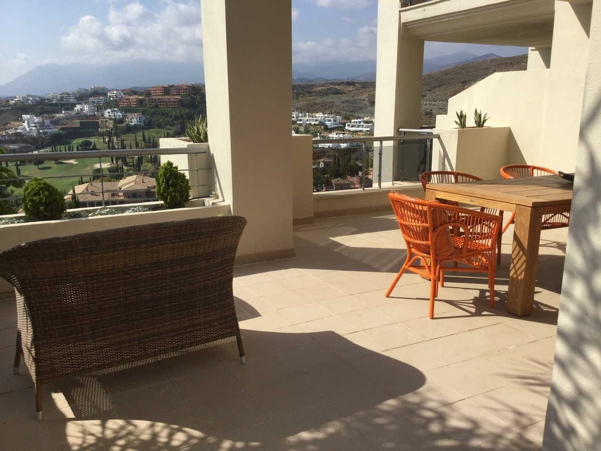 Middle Floor Apartment, Los Flamingos, Costa del Sol. 2 Bedrooms, 2 Bathrooms, Built 120 m², Terrace, Spain