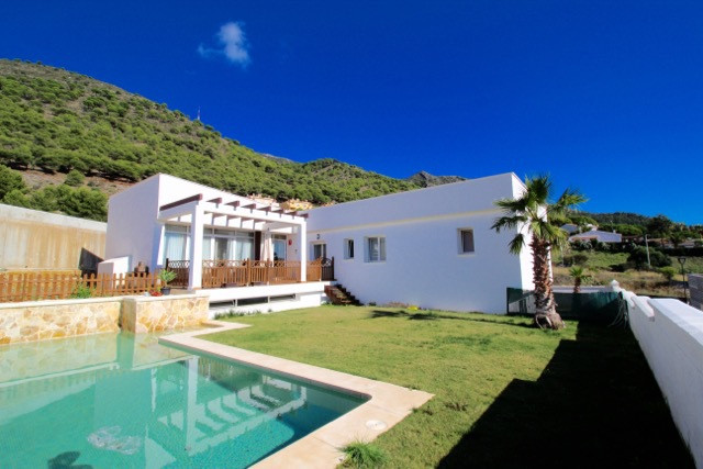 ***** WONDERFUL CONTEMPORARY VILLA WITH PRIVATE POOL *****  Very well designed villa built on the 20, Spain