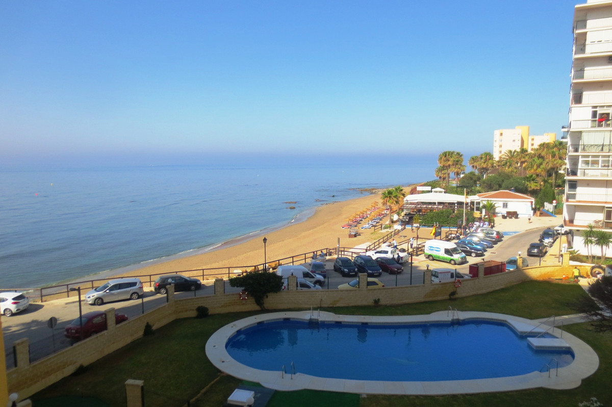FANTASTIC 1 BED FRONTLINE BEACH APARTMENT IN CALAHONDA AREA.. IF OFFERS COMMUNAL POOL AND GARDENS, O,Spain