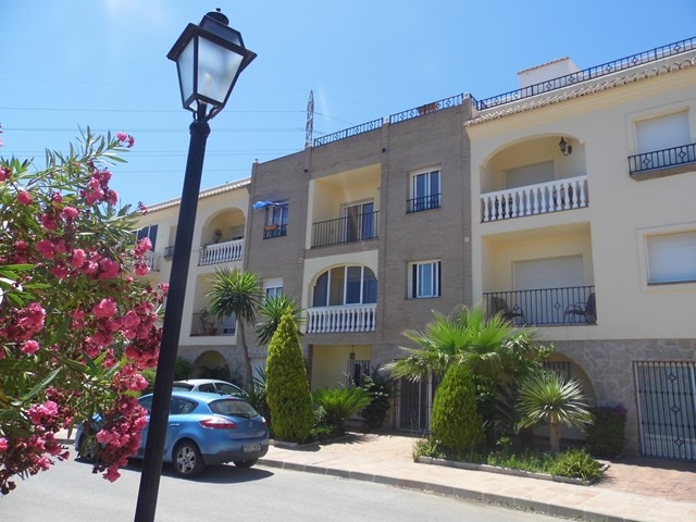 Bargain of the year so far! This 4 bedroom, 3 bathroom large townhouse has to be viewed. Located in ,Spain