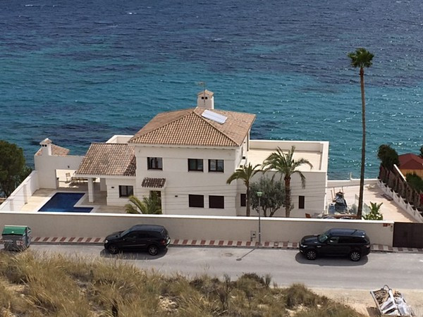 Spectacular, beachside mansion in El Campello. (Alicante)  This unique villa is located on the beach, Spain