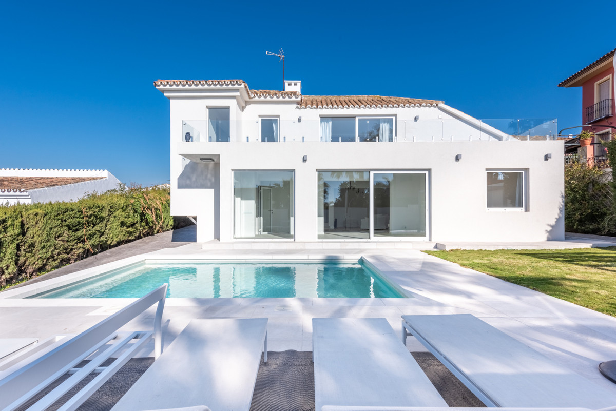 This wonderful detached villa is located in the exclusive and much sought after area of Seghers in E, Spain