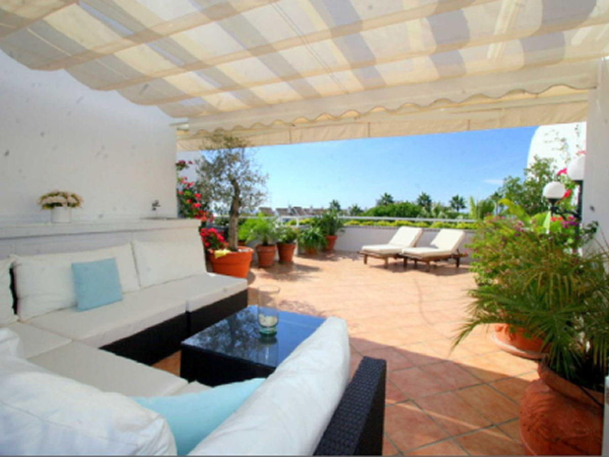 Fantastic duplex penthouse in one of the best areas of Marbella, a short distance from the beach. Pe,Spain