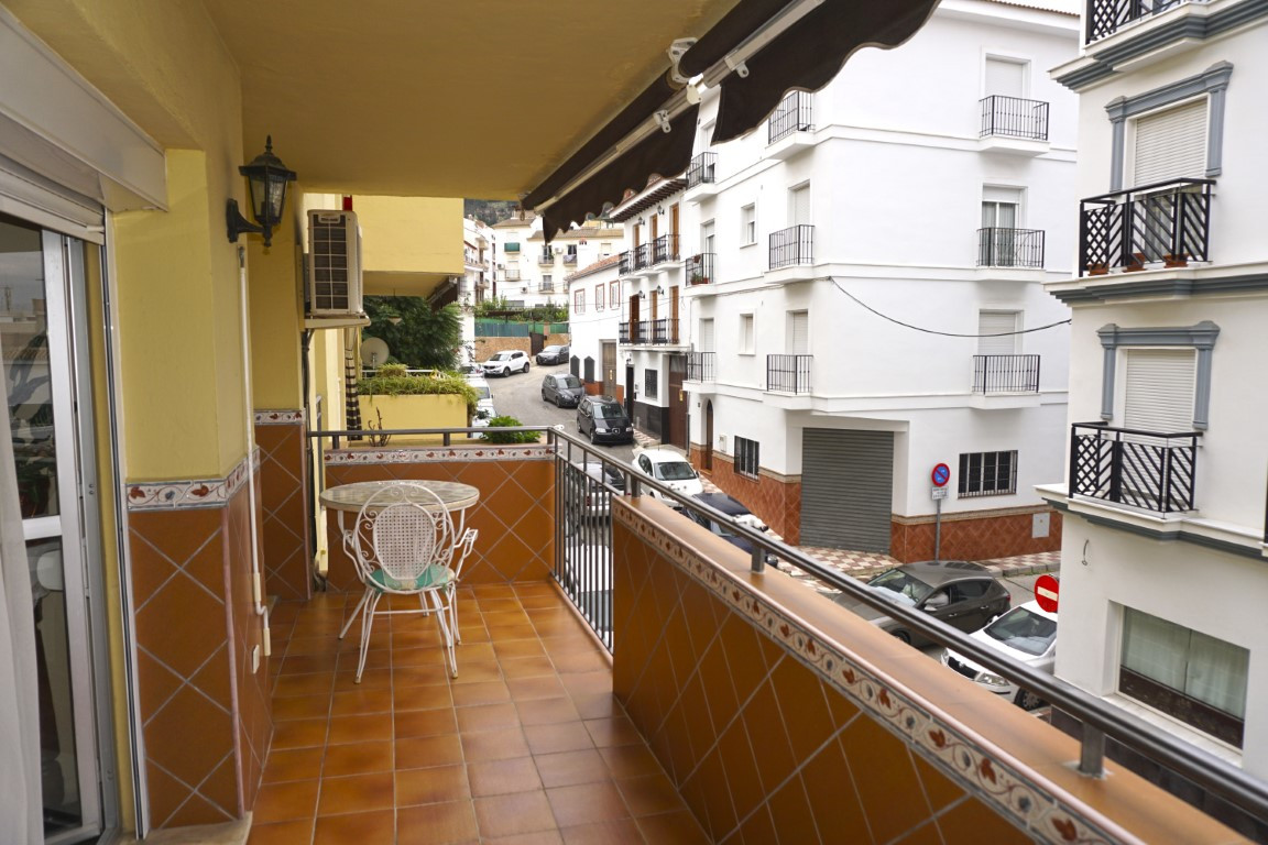 Spacious south facing first floor apartment located in the heart of Alhaurin el Grande.  This bright, Spain