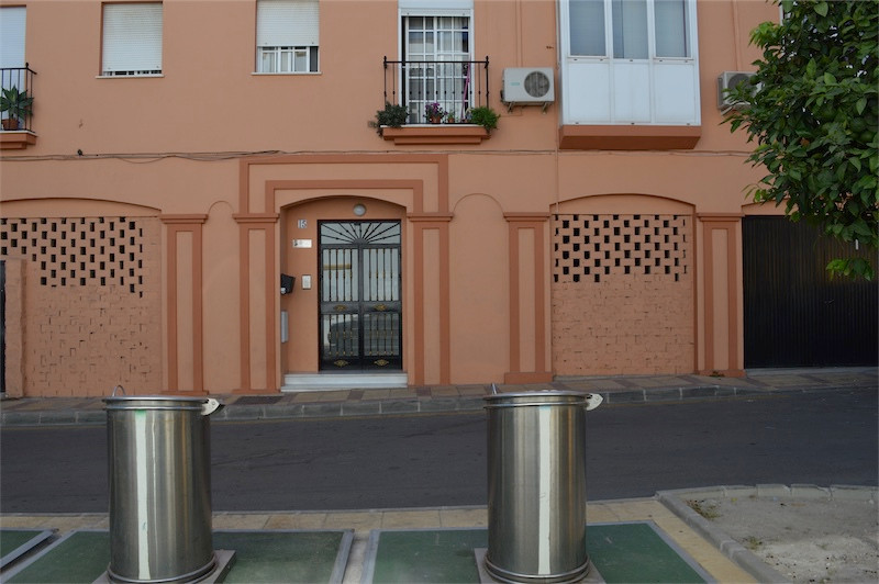 Based in Coin very close to the Town Centre is this large 3 fronted commercial premises.  The buildi,Spain