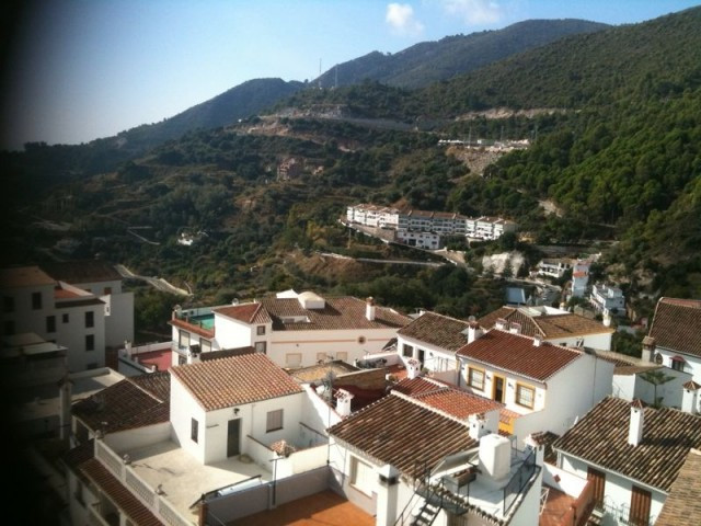 Excellent apartment located in the sought after village of Ojen. Walking distance to all amenities o,Spain