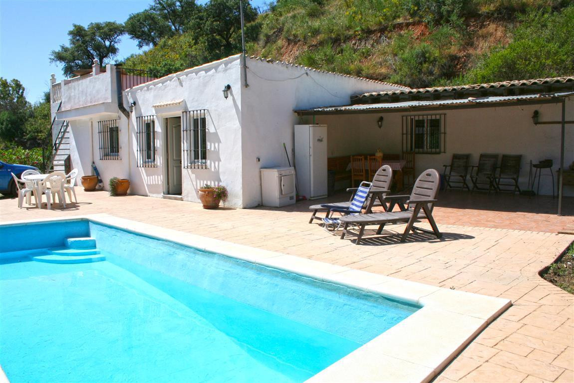 Beautiful country property located in Mijas. It benefits from 4 large bedrooms, 3 bathrooms (2 en-su,Spain
