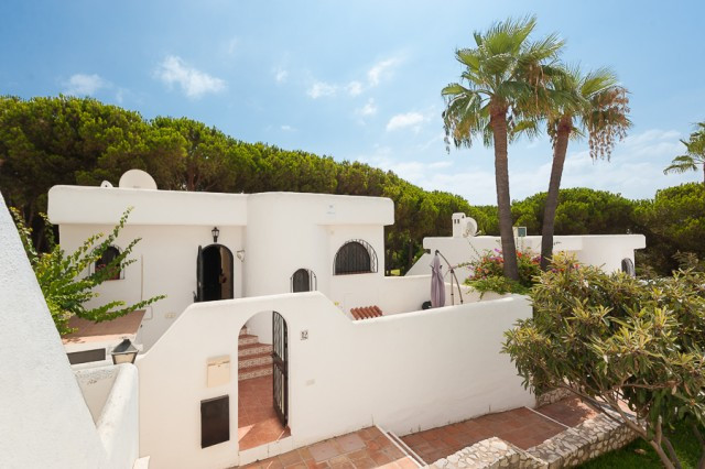 Located inside a quiet and well maintained gated urbanization in Cabopino, this lovely villa is clos,Spain