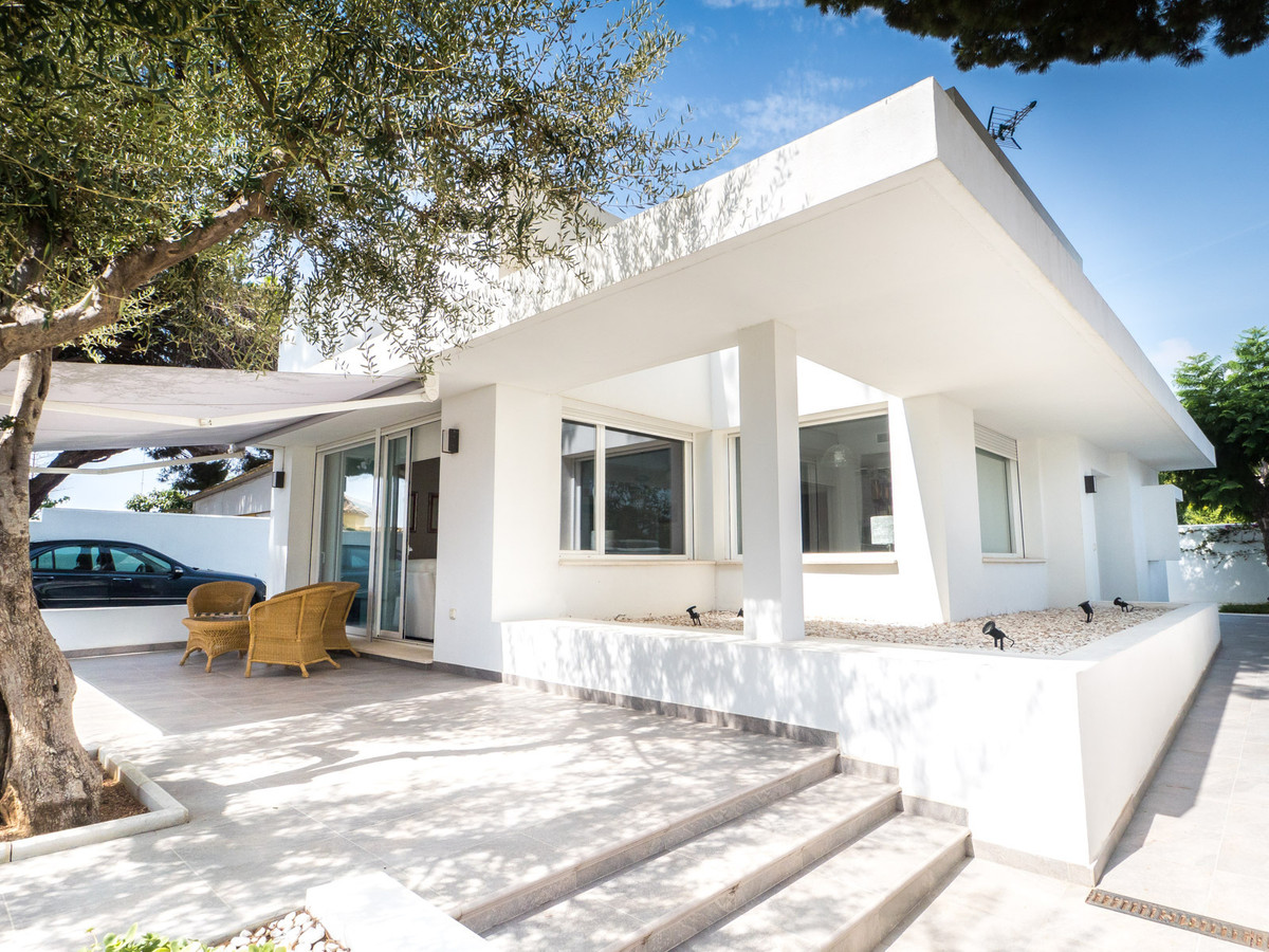 Sleek and elegant modern contemporary villa in walking distance to the centre of Marbella. Ground fl,Spain