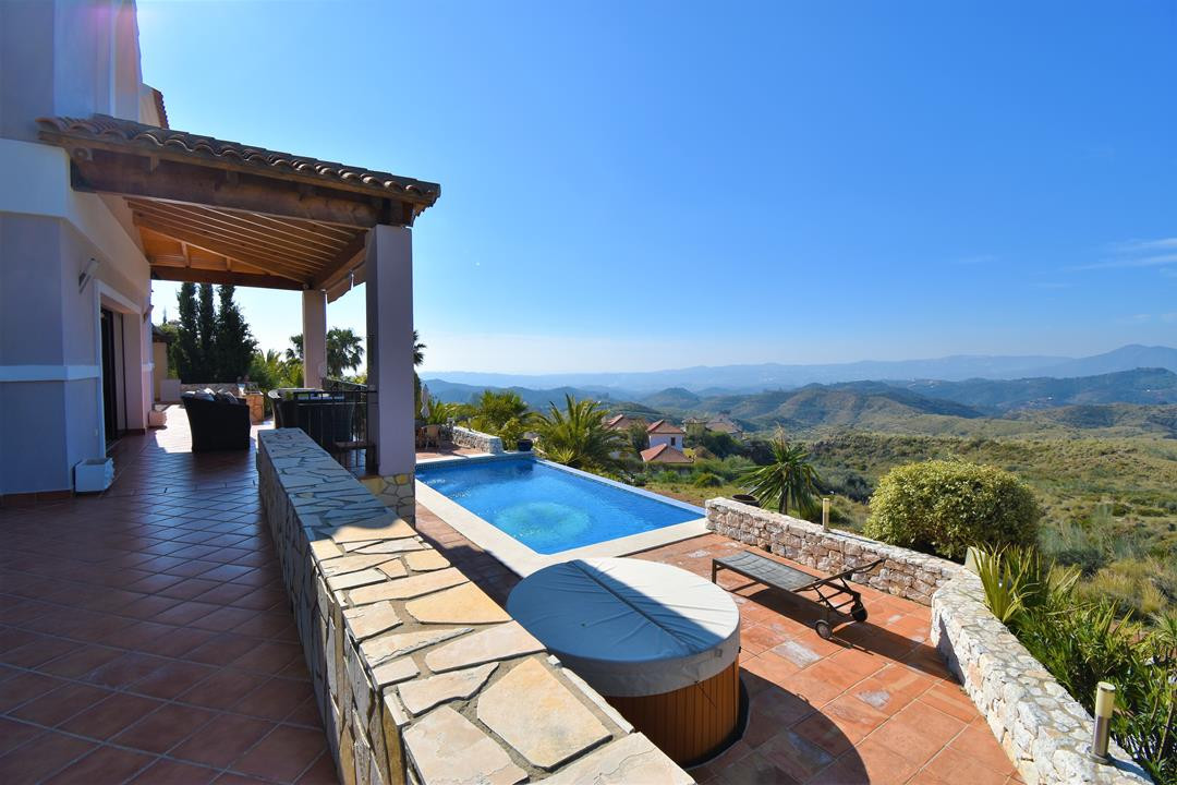 Detached Villa, Mijas, Costa del Sol. 3 Bedrooms, 4 Bathrooms, Built 209 m², Terrace 70 m², Garden/P, Spain