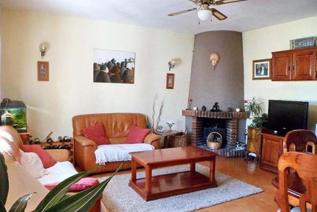 Interesting ground floor maisonette in Torremar.\n\nThe apartment has a lounge with fireplace, open , Spain