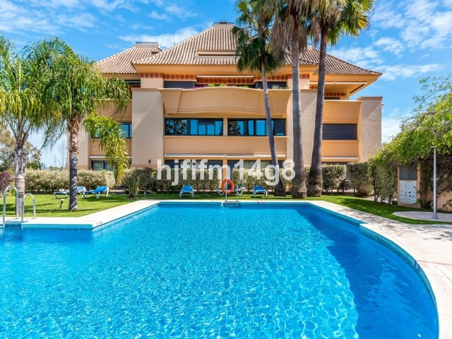 "Fabulous 2 bedroom ""Duplex"" Groundfloor apartment for sale in Locrigolf, a luxury complex , Spain"