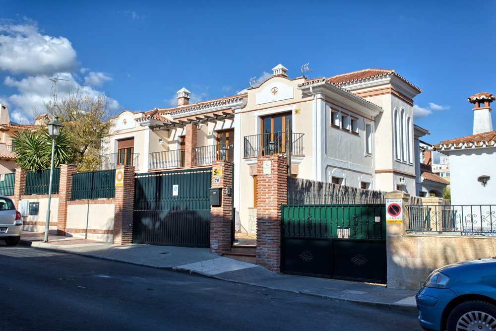 A unique property!!!!! Spacious semi-detached town house in the center of Marbella. Walking distance, Spain