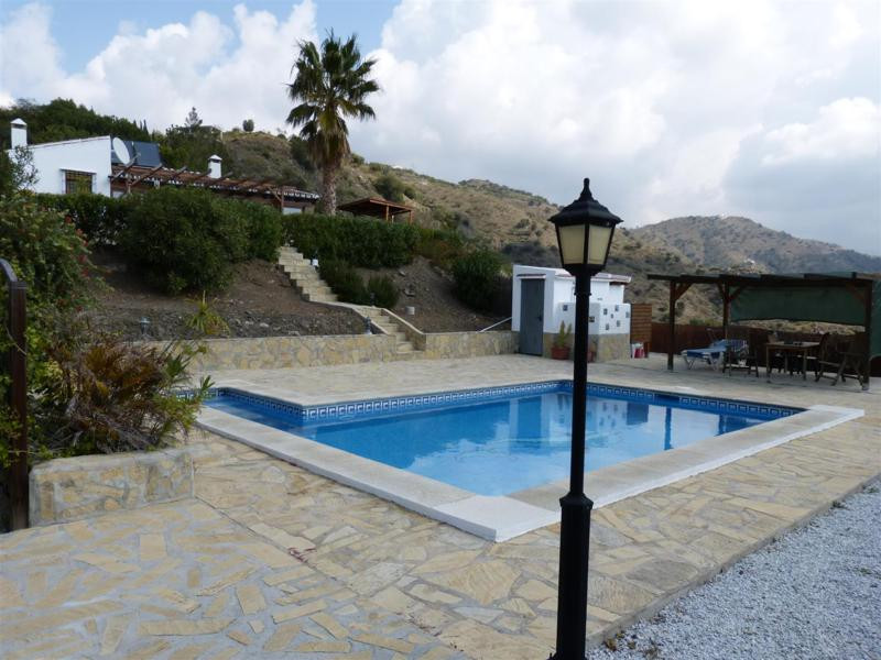 Beautiful estate in El Trapiche with wonderful mountain views. This farm comprises a living room, a ,Spain
