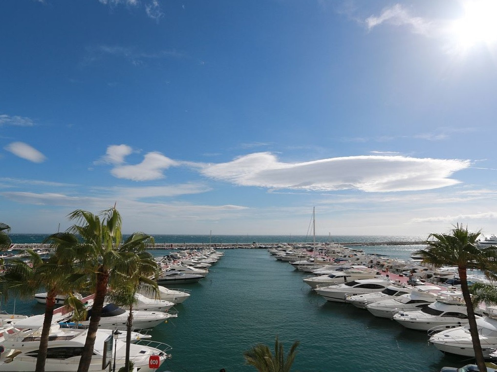 *PENTHOUSE IN THE FAMOUS PUERTO BANUS MARINA 1ST LINE *** AMAZING - ELEGANT - MODERN AND BRIGHT LUXU, Spain