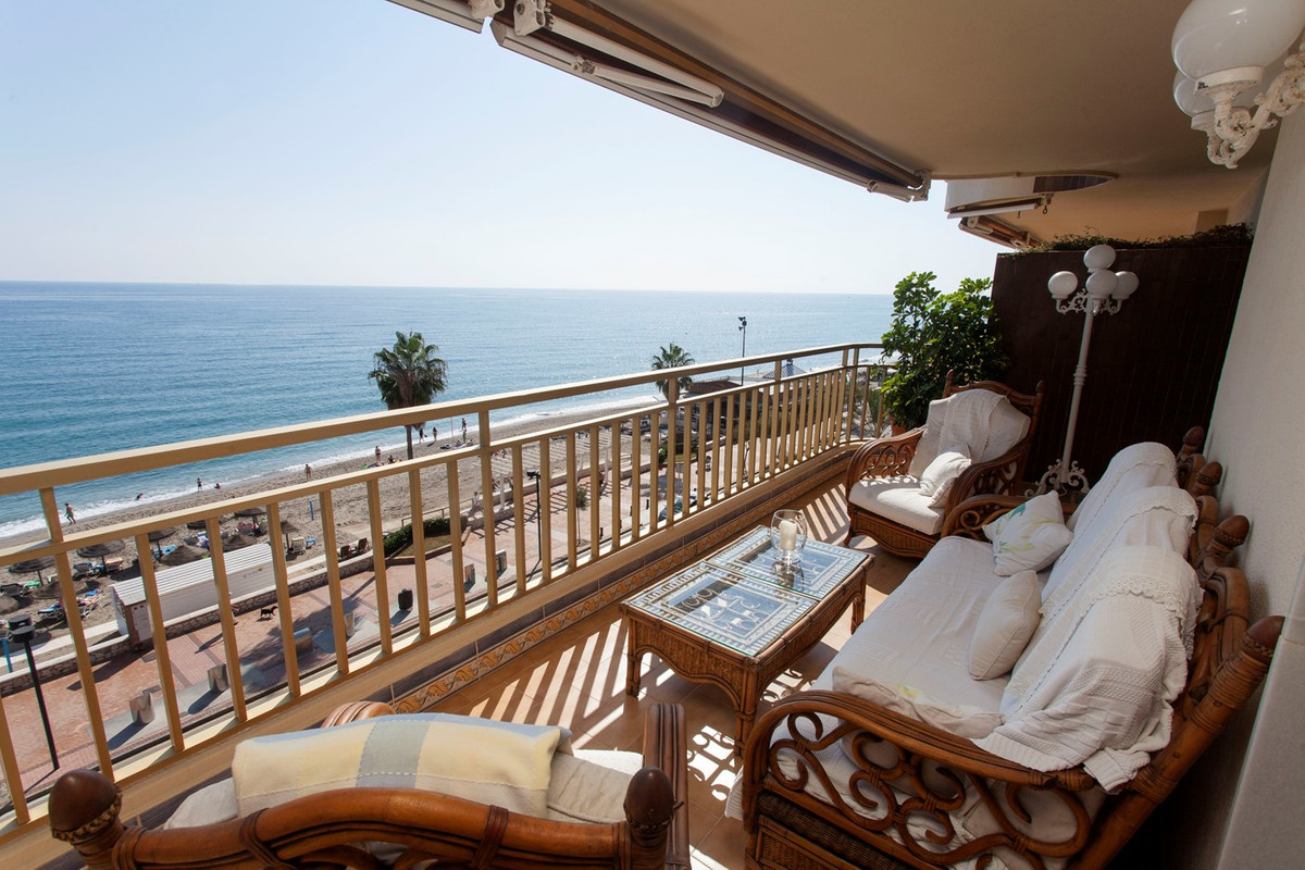 Large house located on the promenade Maritimo de Fuengirola, ideal for investment, vacations or a fa, Spain