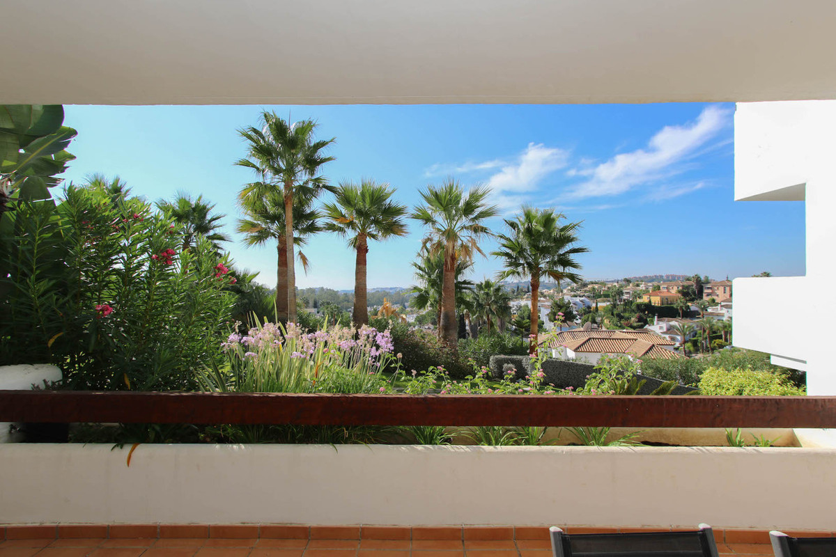 Who could fail to fall in love with this beautiful spacious 2 bed apartment at the heart of Las Tort,Spain
