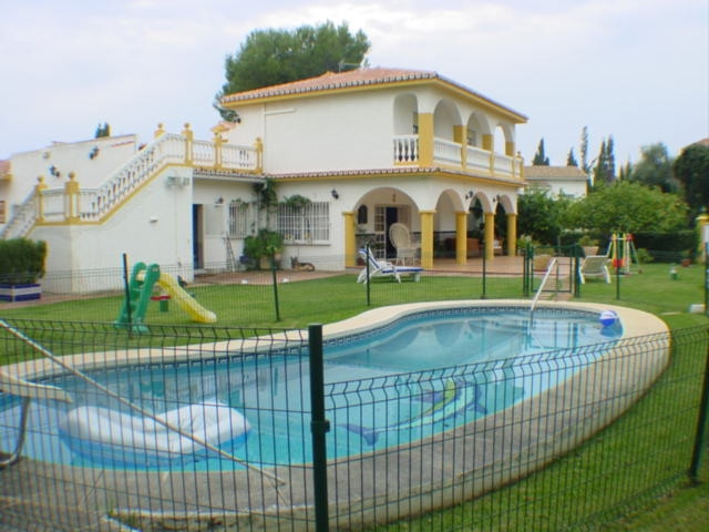 Nice family house situated in Elviria, close to several golf courses. The accommodation comprises, 7,Spain