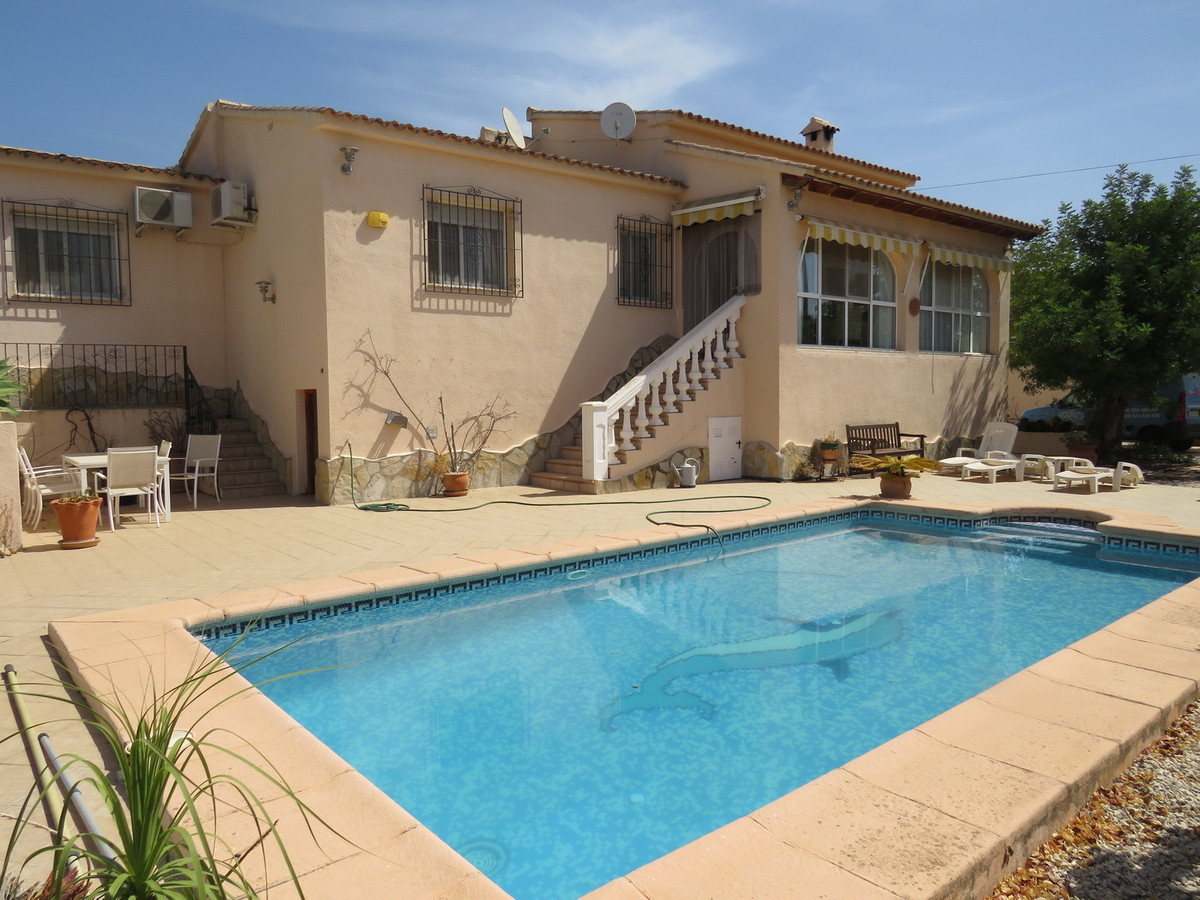 Well Presented 3 Bedroom Villa with pool, low maintenance gardens with mountain views in a private a,Spain