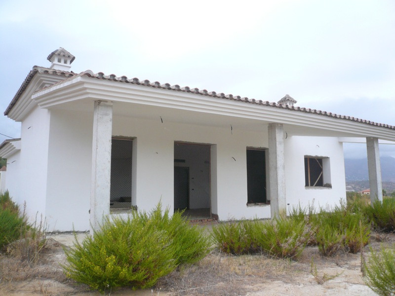 FINCA 10.000m2 PLOT APROX 220M2 BUILT COMPLETELY FLAT AND APPROX.  HOUSING IS UNFINISHED, MISSING TI,Spain