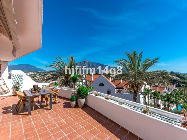 Attractive and bright 3 bedroom and 2 bathroom apartment with a spacious sunny rooftop terrace and s, Spain