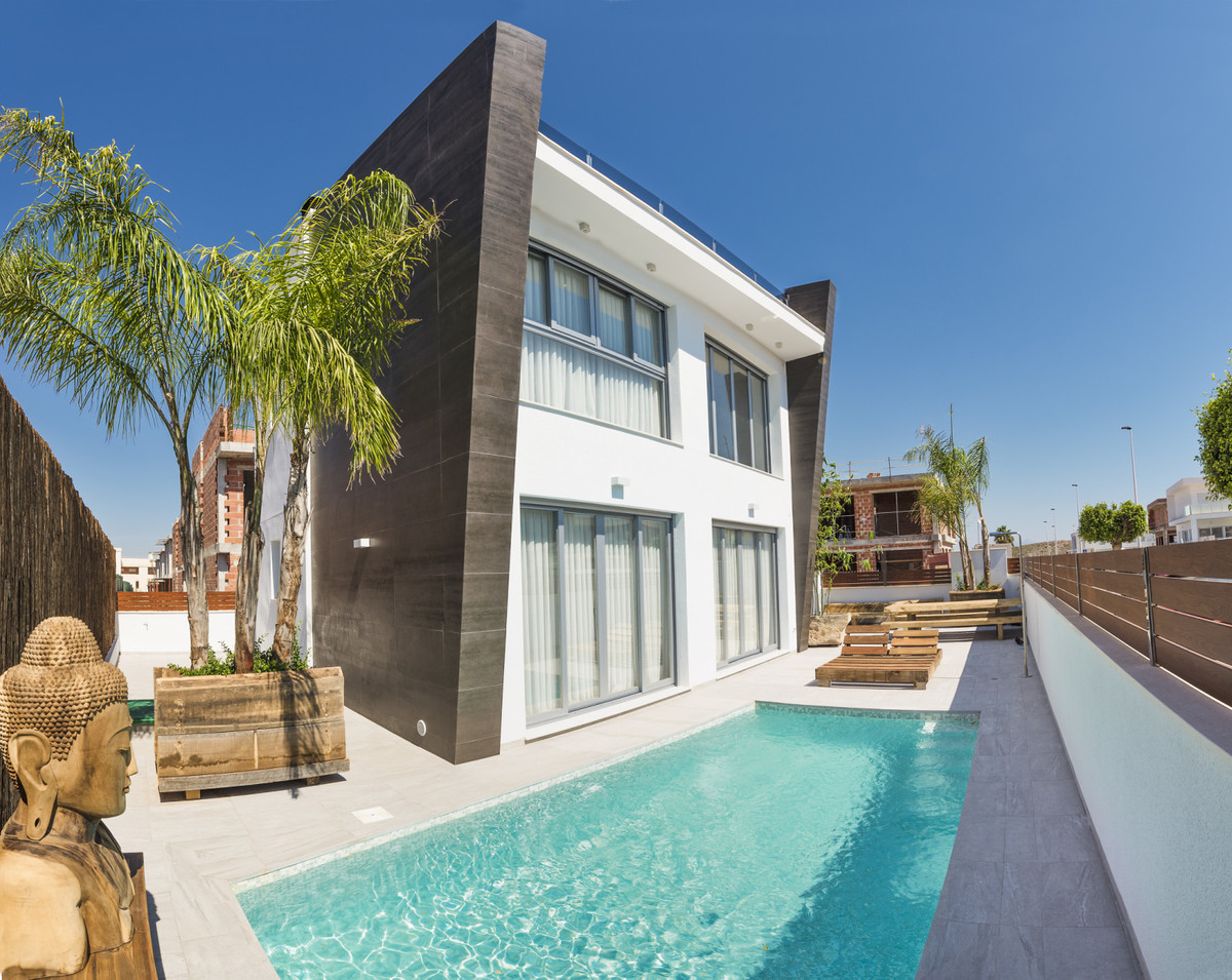 Are you looking for a villa located 10 kilometers from Alicante airport and only 4 kilometers from t,Spain