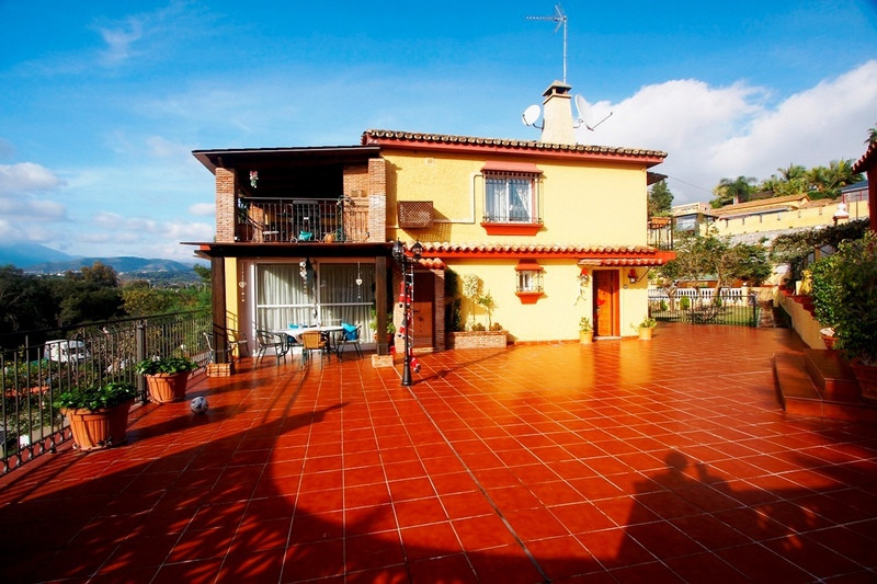 Villa in Marbella, close to Puerto Banus, next to the prestigious restaurant Finca Besaya and Olivia,Spain