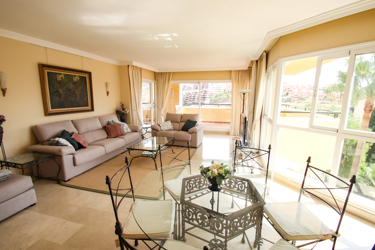 Very nice 3 Bedroom 2 Bathroom Ground Floor Apartment For Sale and for Long Term Rent in the well ke, Spain